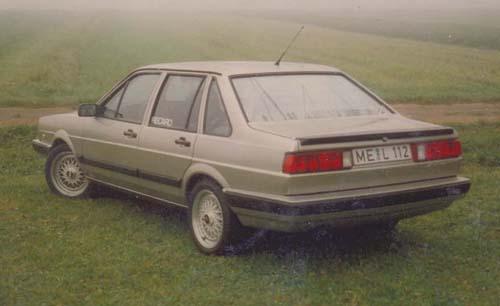 VW Passat 32B Stufenheck Holli