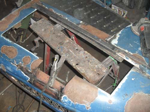 Motorhaube ausschneiden
