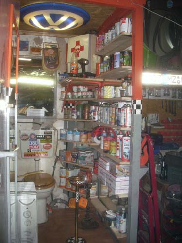 Farbenlager Werkstattoilette